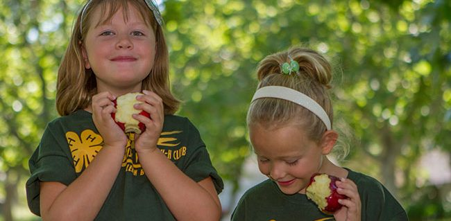 Two Kids eating apples